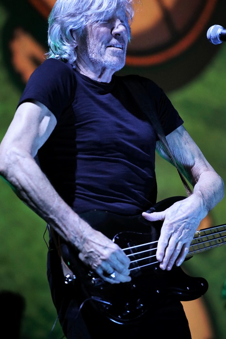 Roger Waters Lights Up The Smoothie King Center