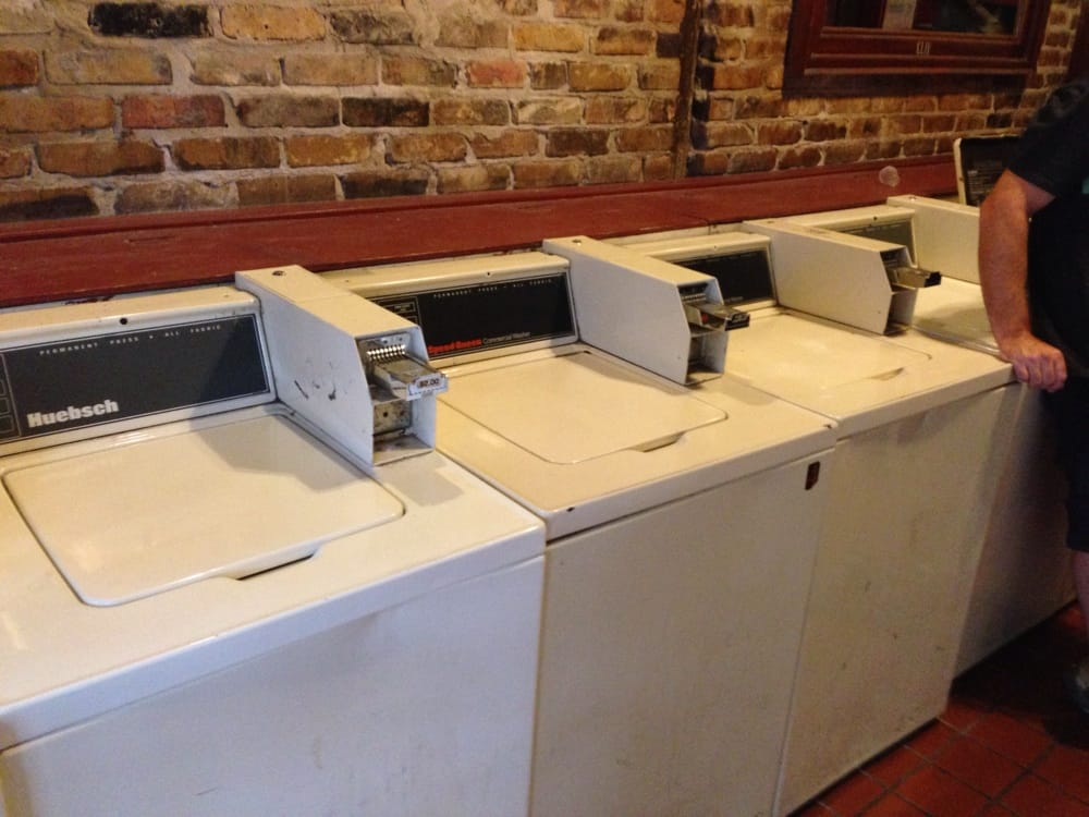 Laundry and Libations: 6 New Orleans Bars That Are Also Laundromats