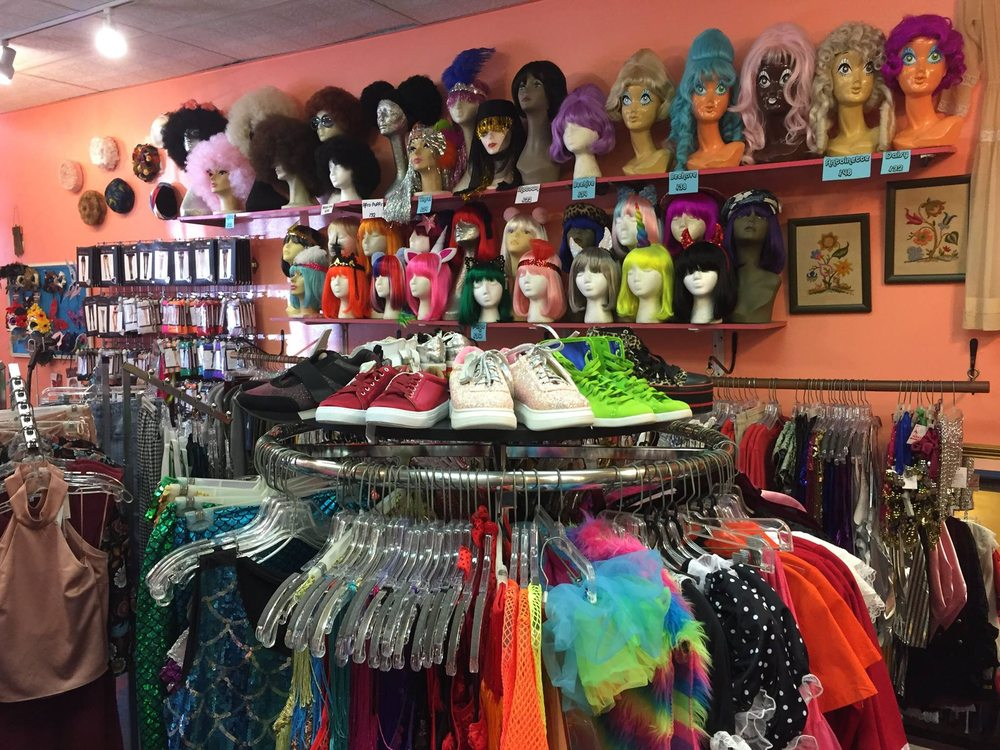 <em>Being Thrifty & Trendy:</em> Thrift and Vintage Stores in New Orleans